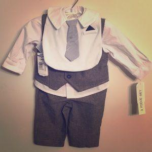 👔3 Piece Suit Complete with Bib👶🏼